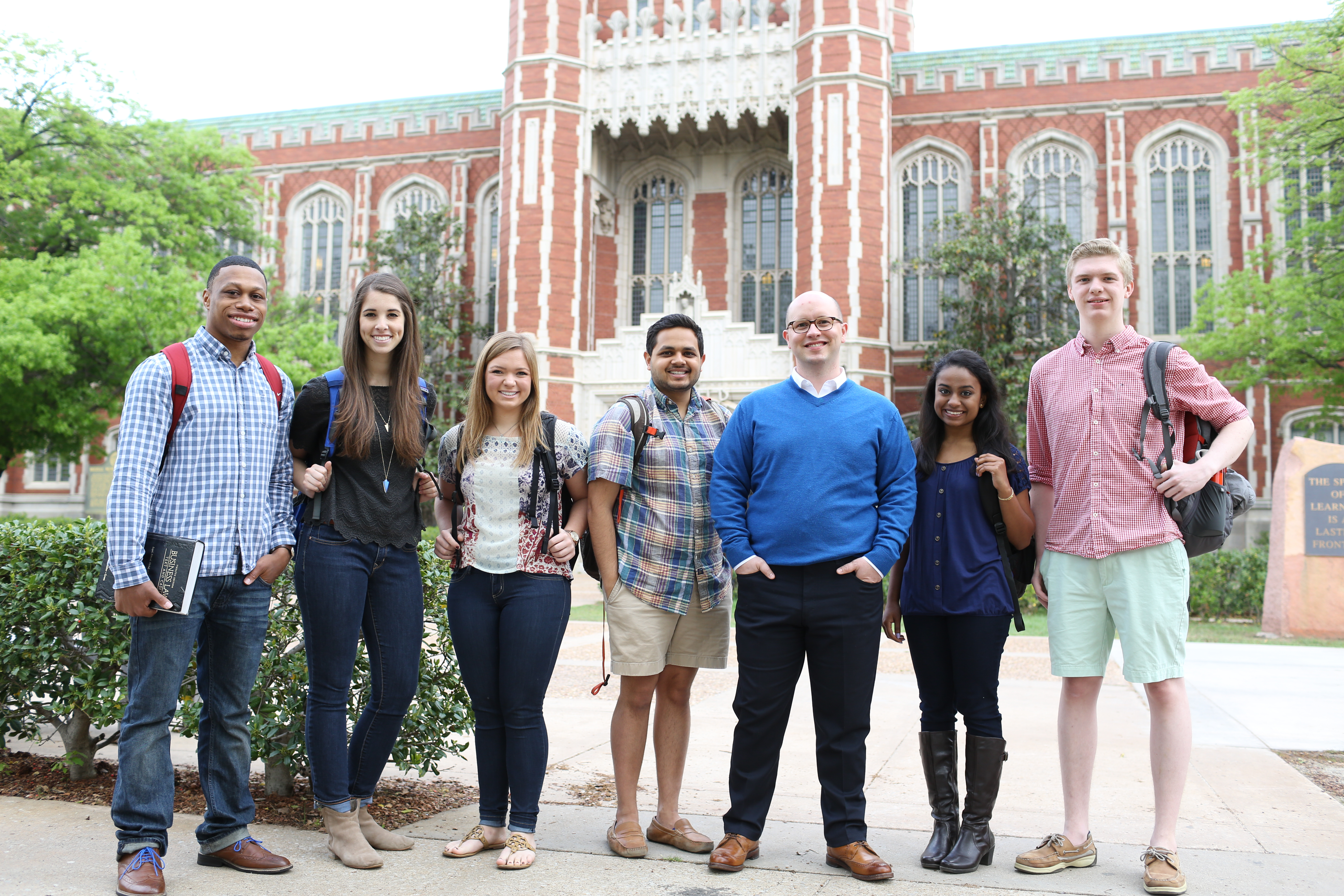 Group of students standing in front of the Bizzell Library.